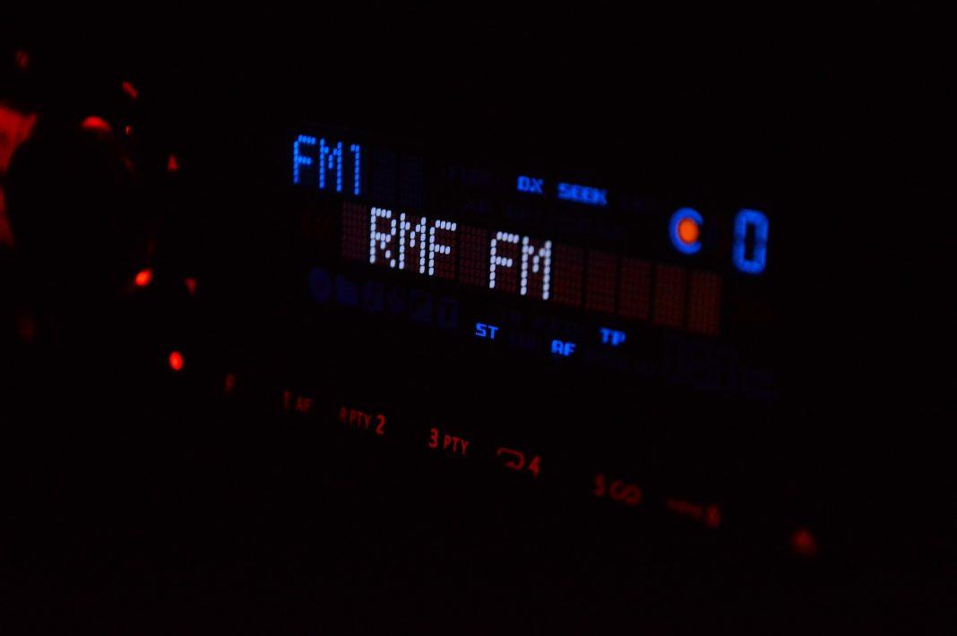 statii radio auto